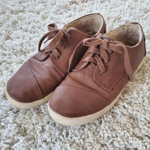 Toms Paseo brown lace up shoes size 7.5